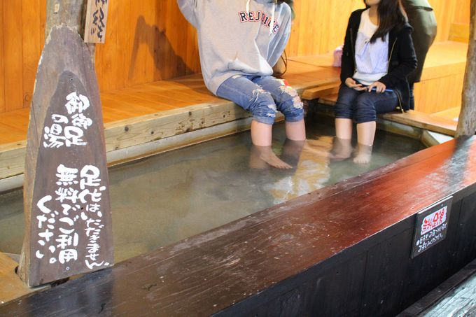 観音岩温泉では、無料足湯で待ち時間も退屈知らず
