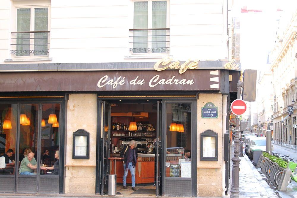 ホテル近くには、おいしいカフェやパン屋がいっぱい