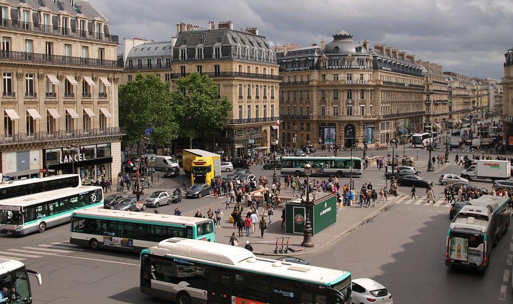 メトロ最寄り駅は徒歩3分!パリ観光に買い物にアクセス至便