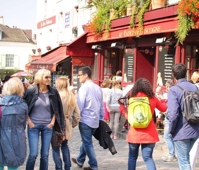 パリ「モンマルトルの丘」は人気の観光地