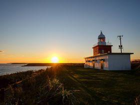北海道・霧多布は自然の宝庫!圧巻の夕焼けや「ハナミズキ」の灯台も