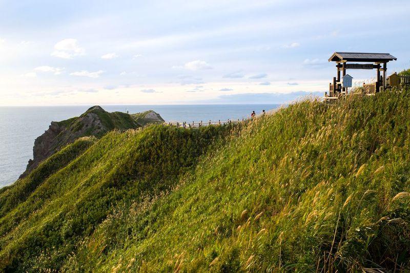 女人禁制だった北海道・神威岬は、歴史と自然味わえる絶景岬!