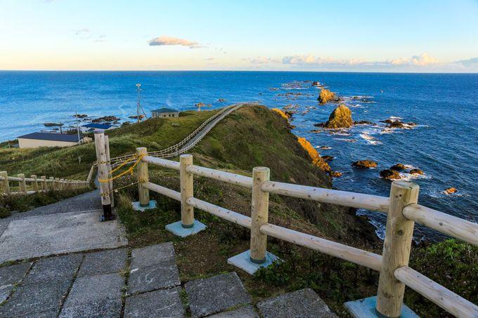 岬までの遊歩道と「風の館」