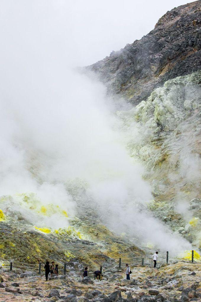 驚きの、噴き上がる白煙「硫黄山(アトサヌプリ)」
