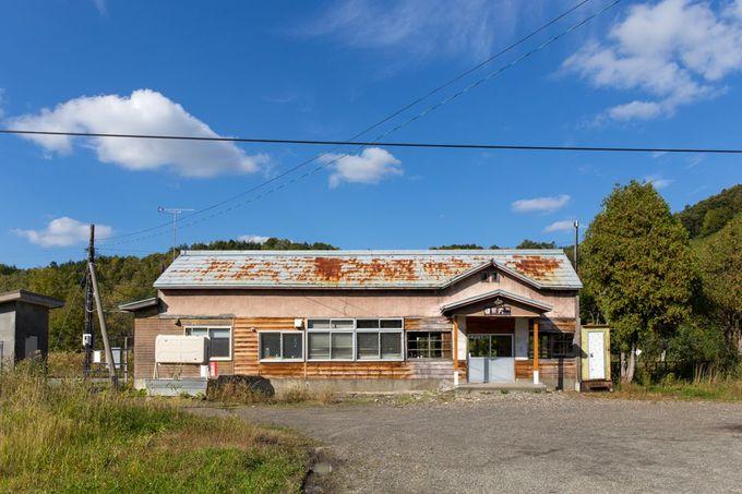「雄信内駅」は、北海道でも有数の美しい木造駅舎