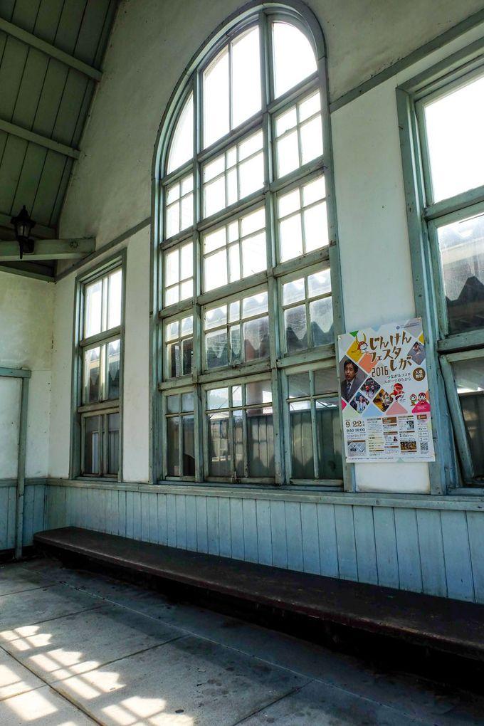 近畿の駅百選!洋風建築の駅「鳥居本駅」