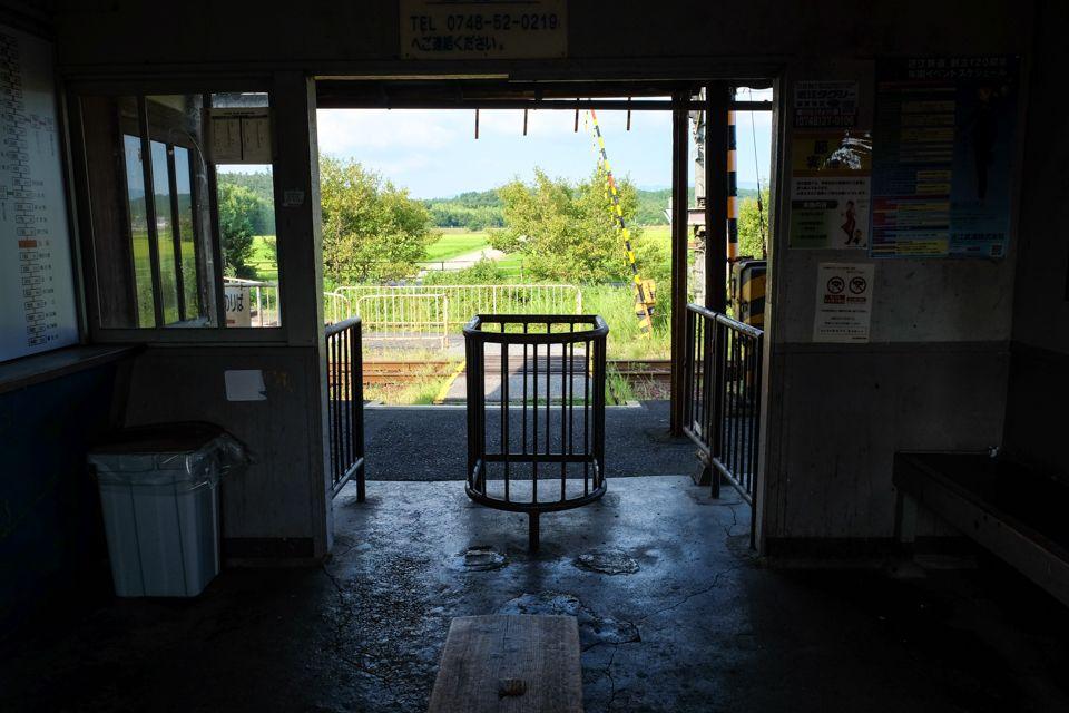 桜咲く!田園地帯の静寂の駅「桜川駅」