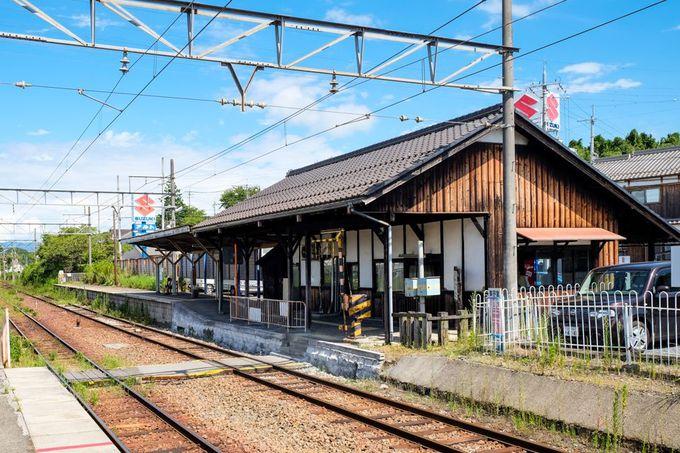 木造駅舎の温かみを存分に感じる「水口駅」