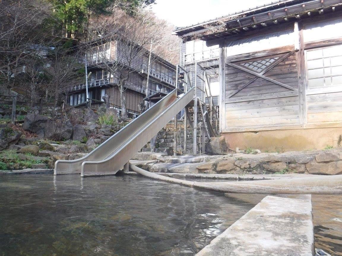 思いっきり泳げる!温泉プール