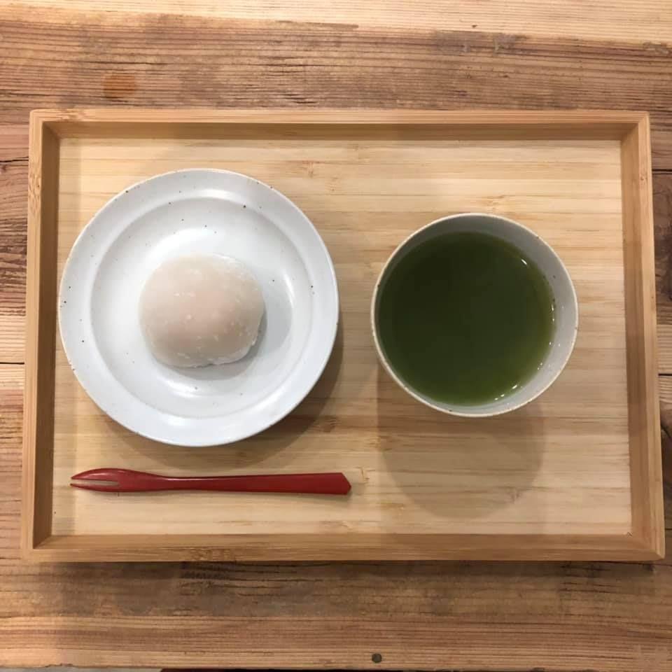 本格的なお茶とお菓子をカジュアルな雰囲気で