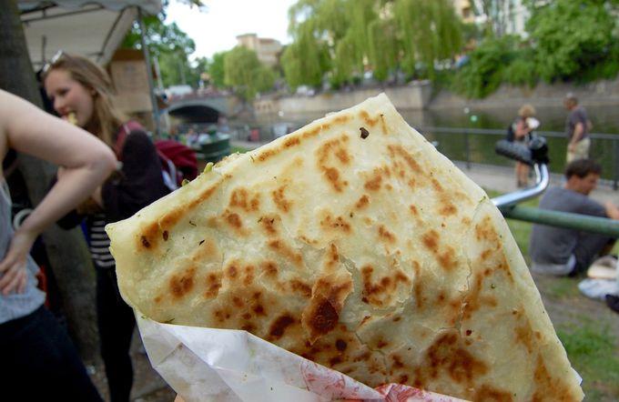 天気のいい昼下がりはトルコ市場でグルメに舌鼓