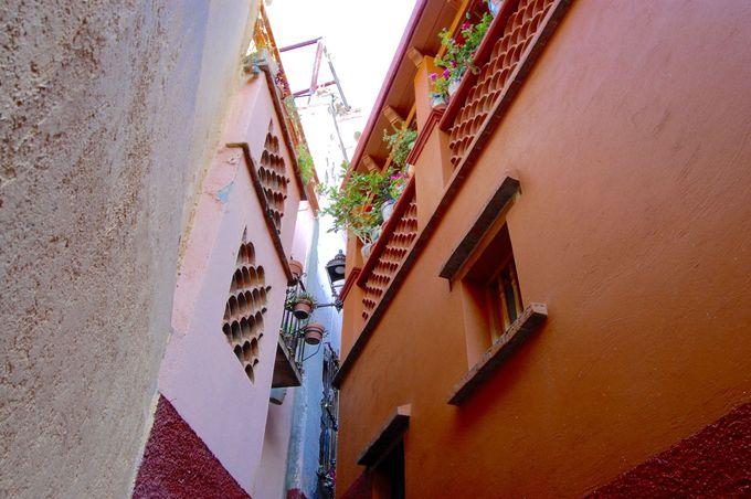 1.メキシコ版ロミオとジュリエット「口づけの小道」