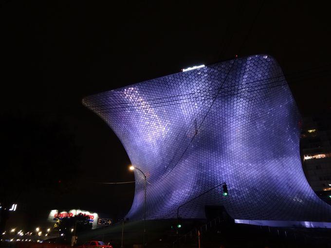 SF風な近代建築