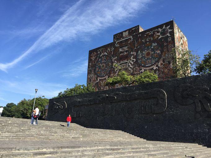 メキシコの歴史がつまったモザイク画
