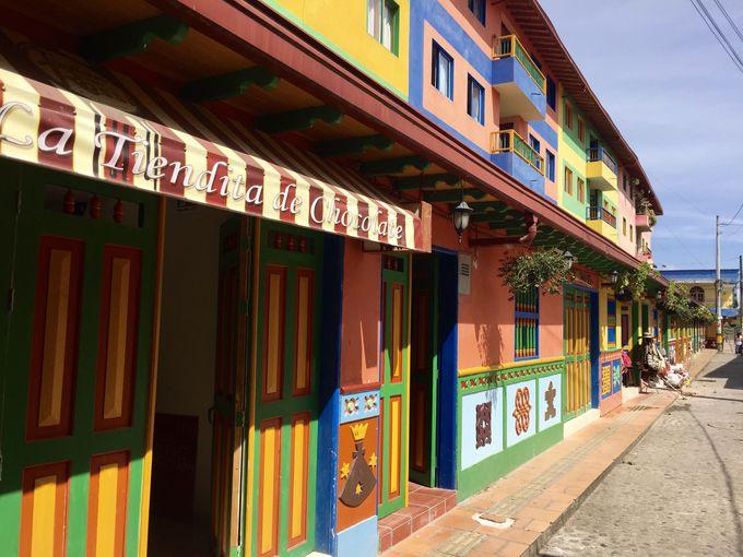 カラフルすぎる「グアタペ」の街並み