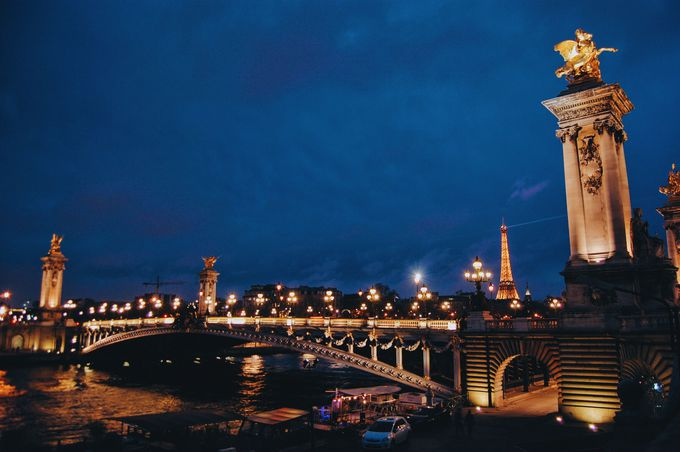 パリの恋人たちとセーヌ川