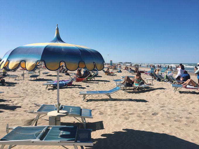 1)世界レベルのビーチで海水浴ができる