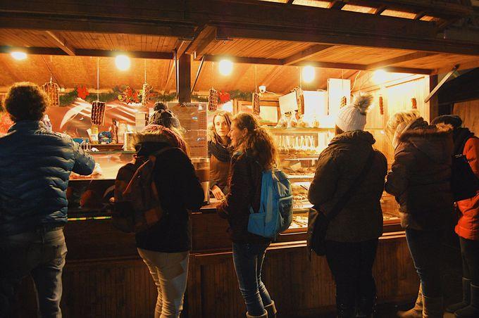 5)観光客も地元客も混ざって過ごすひと時