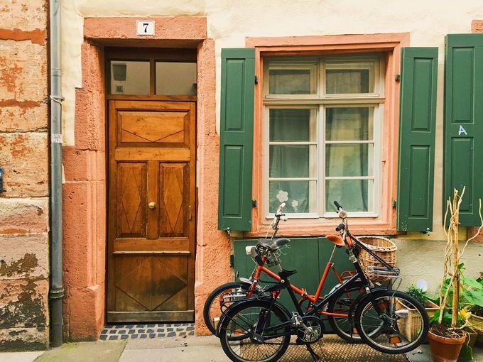 情緒溢れる旧市街地の裏路地