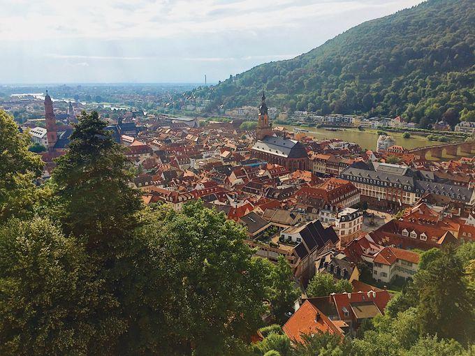 お城のテラスから見下ろす城下町