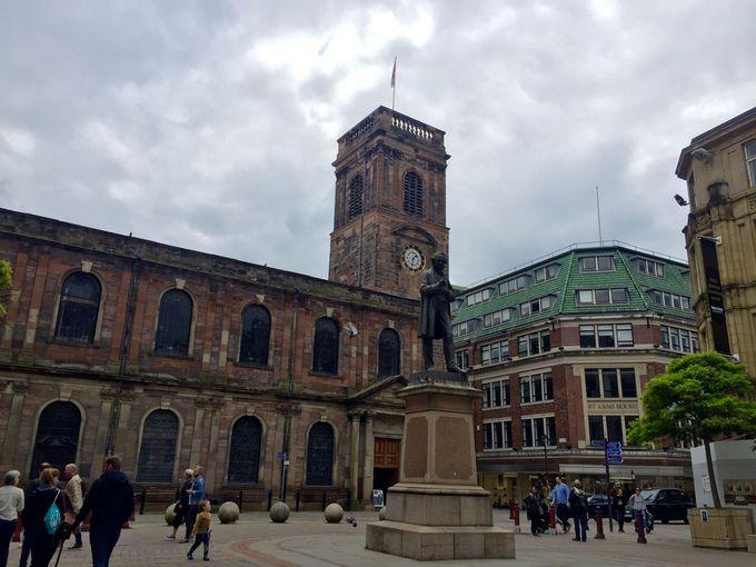 マンチェスターの中心地「聖アン広場」