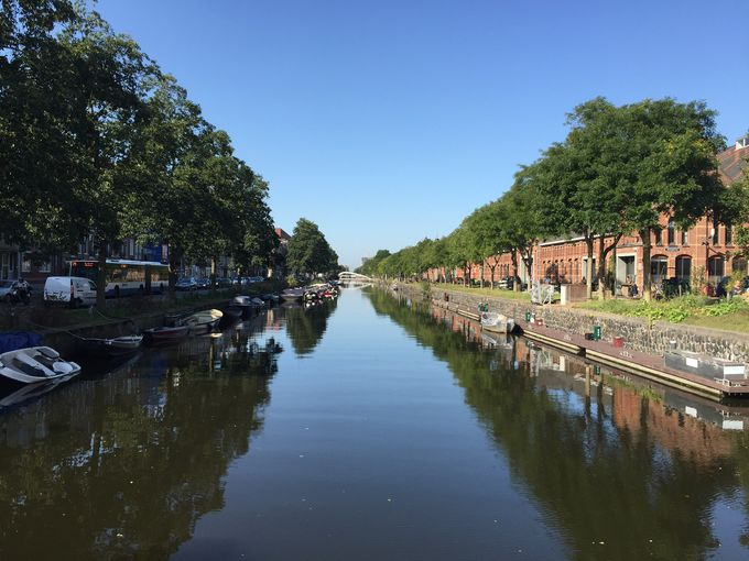 アムステルダムならではの運河めぐりも