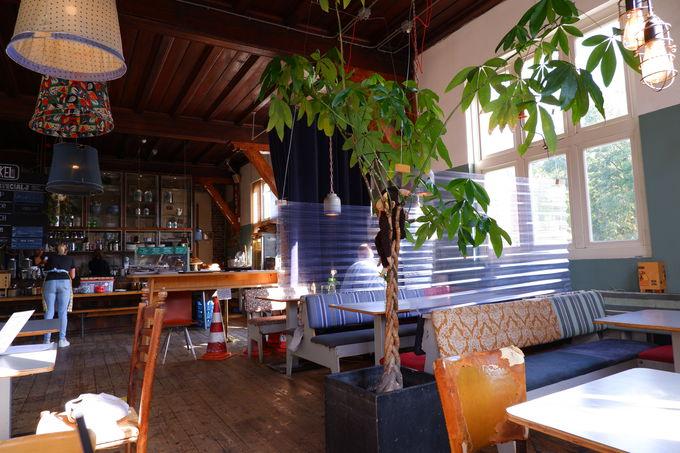 おしゃれなカフェ「De Bakkerswinkel」でのんびり朝ごはん