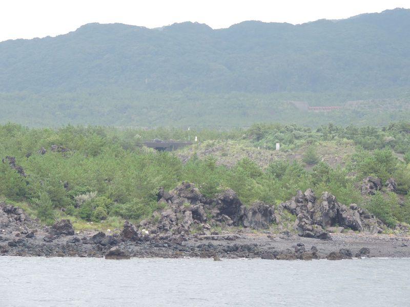 大正溶岩原を眺め、ふだん見ることのできない桜島のすごさを実感