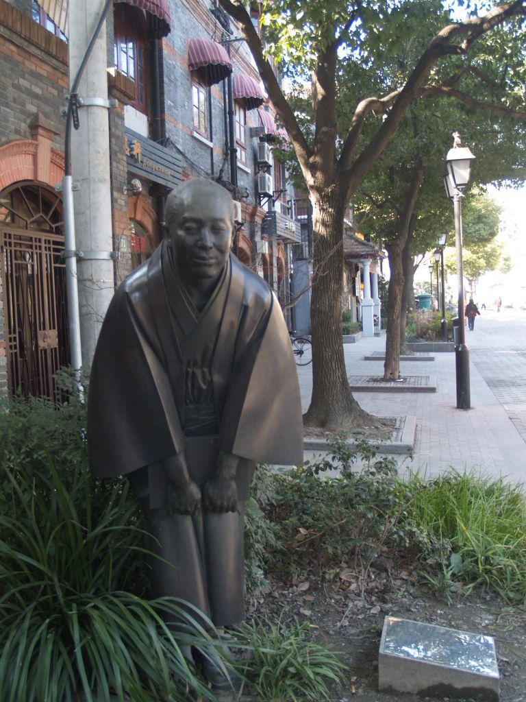 レトロストリート・多倫路文化名人街で唯一の日本人像
