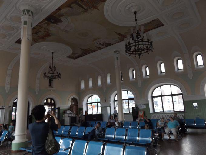 大陸横断鉄道の発着駅とは思えぬ、簡素な内部にびっくり