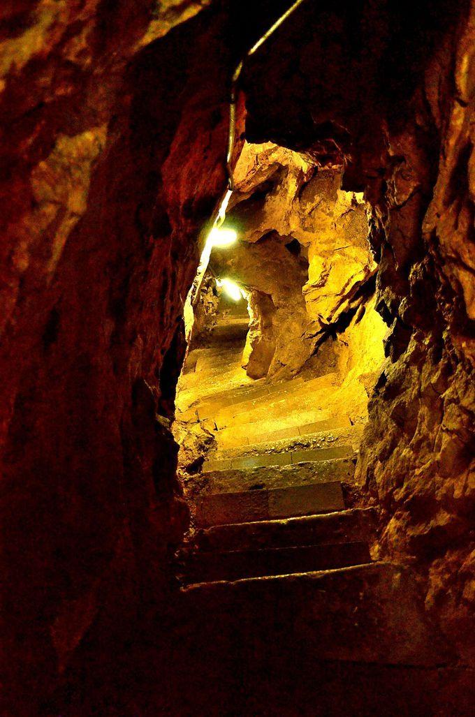 洞窟は更に奥へと続いていく