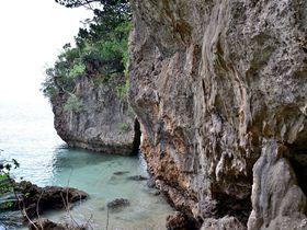洞窟を抜けて感動の海へ!石垣島「伊原間サビチ洞」