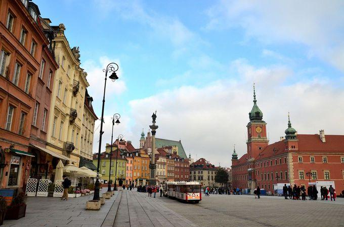 カラフルな建物と迫力の城壁!ワルシャワ旧市街
