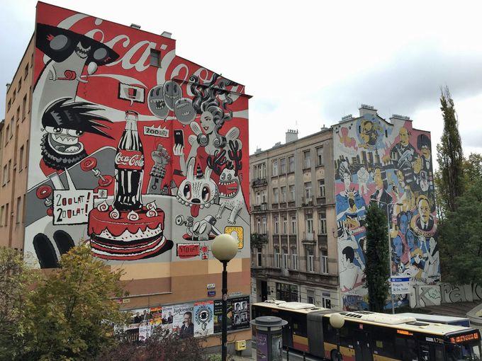 巨大な壁面アートのあるショパンの街
