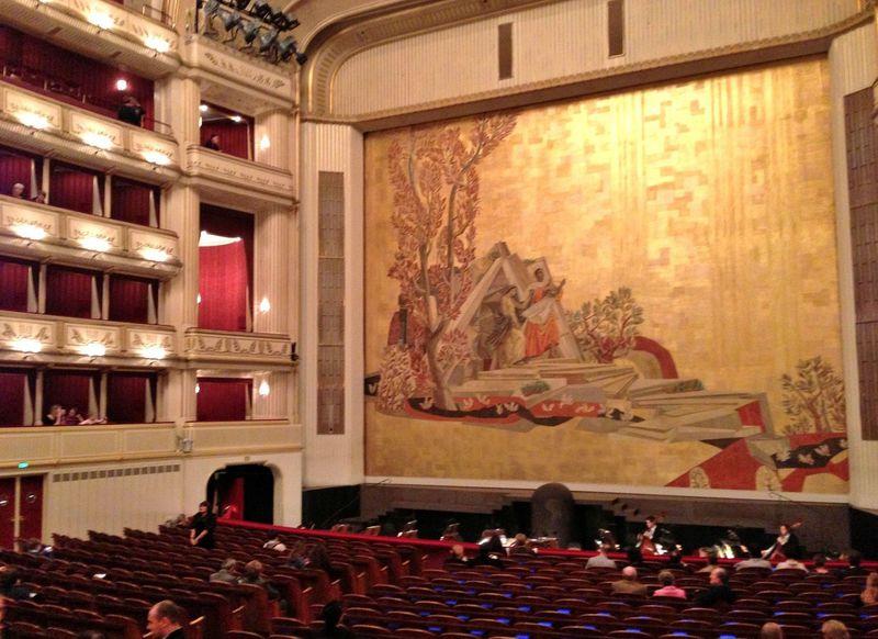 世界最高峰の舞台へ!ウィーン国立歌劇場のオペラ・バレエを優雅に楽しむ方法