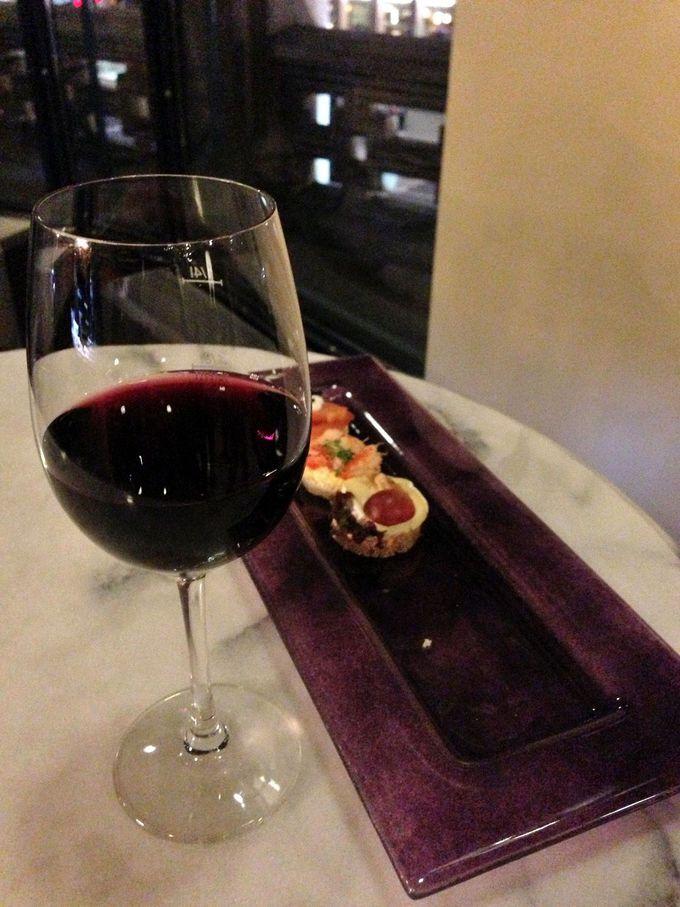 ワイン片手に美しい社交場で乾杯!