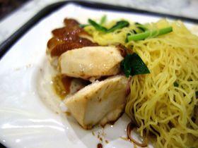 超人気店!シンガポール「香港油鶏飯・面」で意外と待たずに食べられるミシュラングルメ!