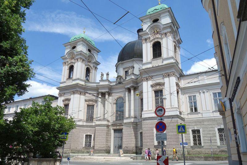 ザルツブルクで素敵な教会に泊まろう!Gastehaus im Priesterseminar