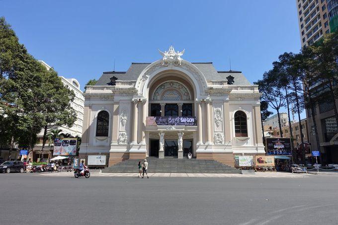 パリのガルニエに似た美しいオペラ座