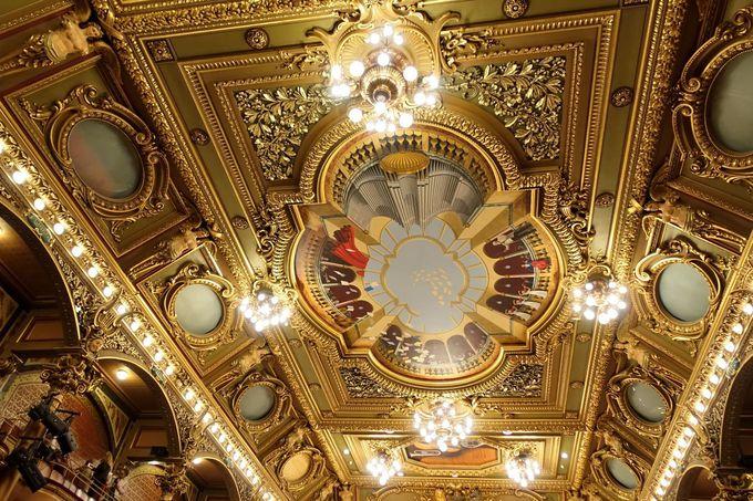 煌びやかな黄金のホールが美しい!