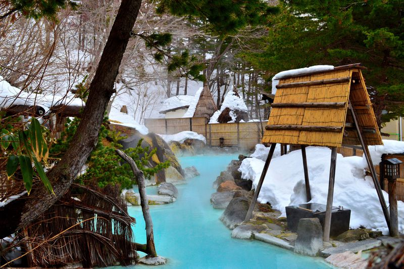 絵画のような美しすぎる雪見庭園風呂!福島・高湯温泉「安達屋旅館」