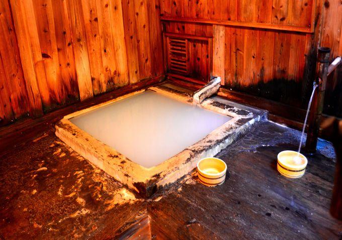 唯一硫黄泉ではない「黒湯」