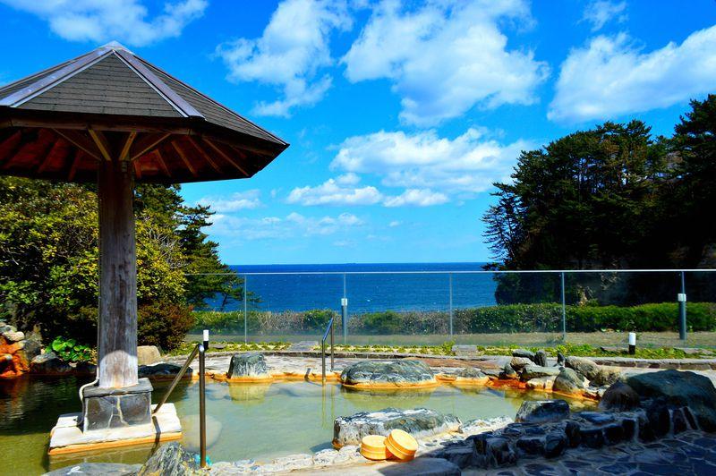 絶壁に建つ茨城「五浦観光ホテル別館大観荘」で入る太平洋一望の絶景温泉!
