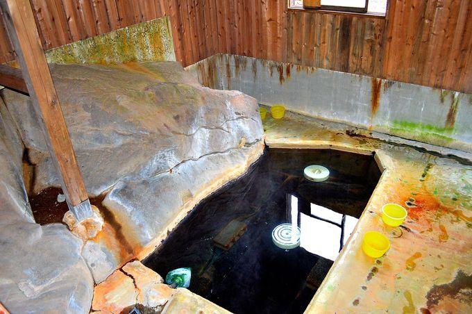 混浴で足元湧出の「石の湯」