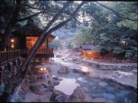 日本最大級470畳の絶景露天風呂!群馬・宝川温泉「汪泉閣」はまるで桃源郷!