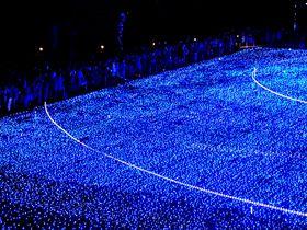 クリスマス期間限定!東京ミッドタウンのイルミネーションで青の世界を見よう!