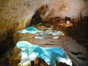 地底に広がる神秘の絶景!鹿児島・沖永良部島「銀水洞」で感動のケイビング体験を!