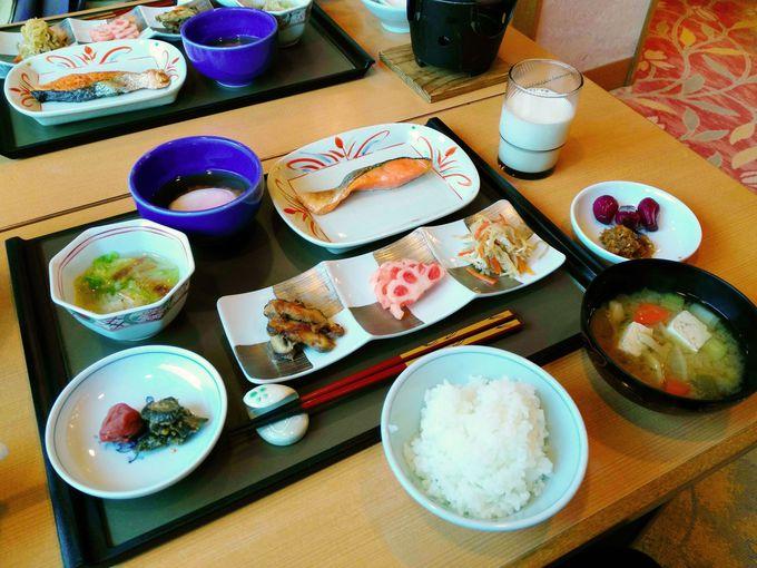 一品一品丁寧に作られた夕食や朝食