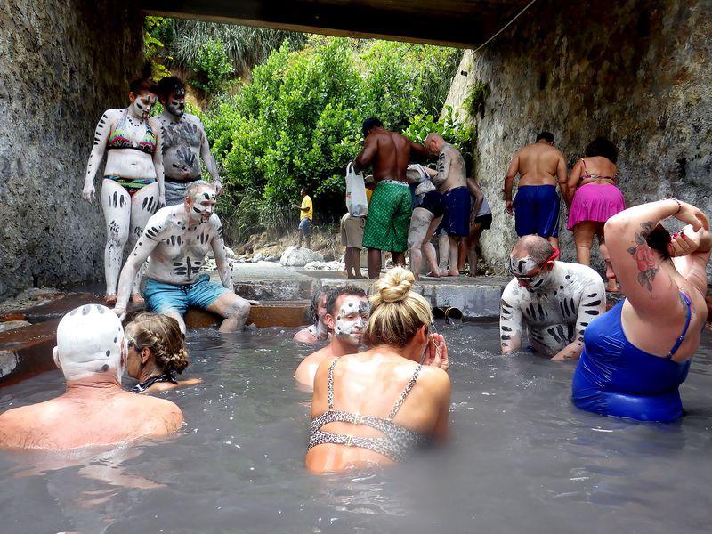 入ると10歳若返る!?セントルシアの泥温泉「サルファースプリングス」でつるつるお肌に!
