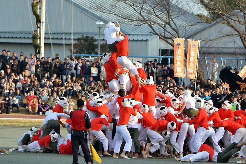 見よ、これが男の戦いだ!防衛大学校名物「棒倒し」はまるで戦国時代の合戦